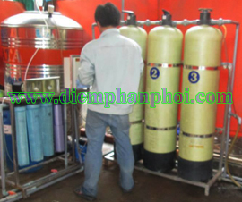Máy lọc nước uống cung cấp nước cho công nhân của công ty may
