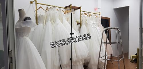 kệ áo quần đẹp ống nước treo áo cưới 1
