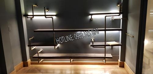 kệ ống nước quán cà phê