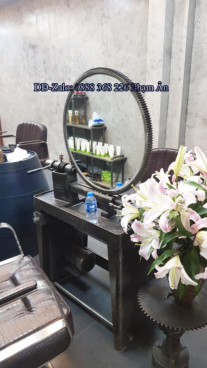 Gương soi và bàn decor cho salon tóc